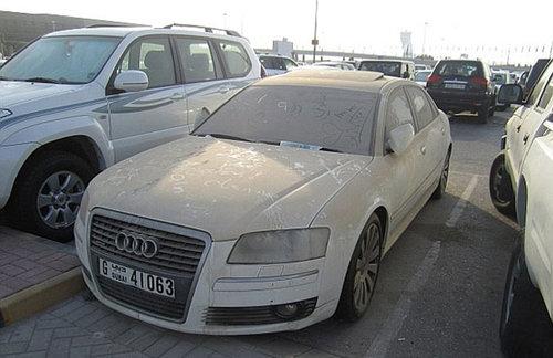 ドバイに乗り捨てられた車09