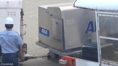 日本の空港の荷物の扱い方05