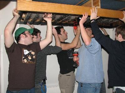 友達が留守の間に部屋を上下さかさまにしたドッキリ01