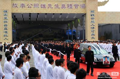 台湾マフィアの葬儀01