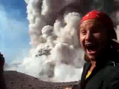 目の前で噴火