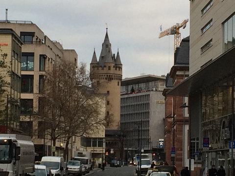 フランクフルトの対照的な2つの建物05