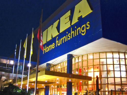 IKEAで見た女性たち00