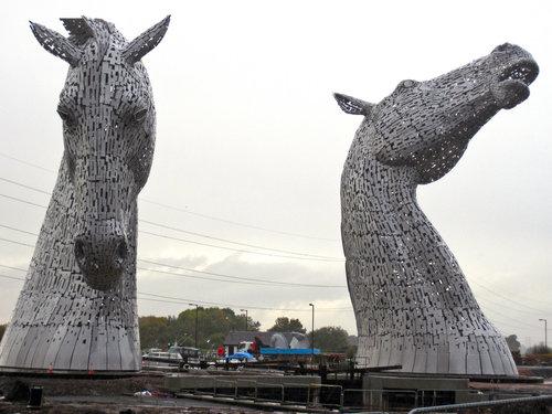 スコットランドにケルピーの巨像10