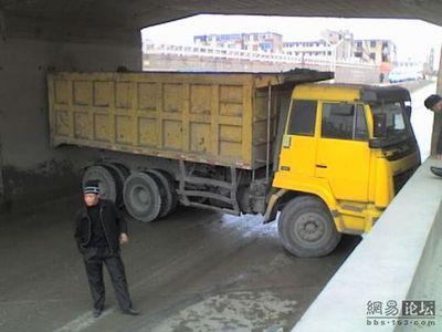 トラックの横転09