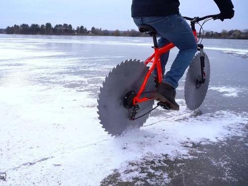 氷の上で丸ノコ自転車00