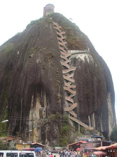 巨岩「ラ・ピエドラ・デル・ペニョール」04