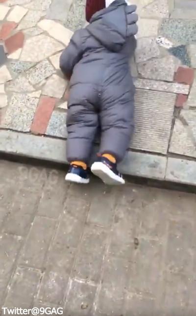 赤ちゃん「転ばぬ先の杖」04