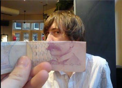紙幣の肖像画と合体00