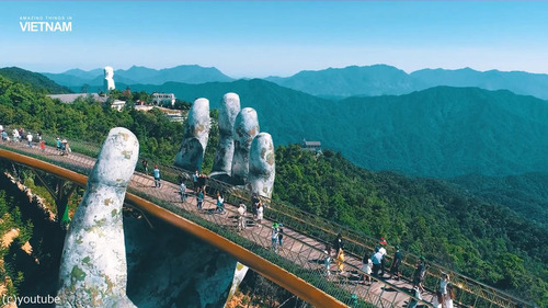 巨人の手が支えるベトナムの橋05