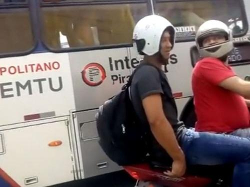 ヘルメットの装着ミス01