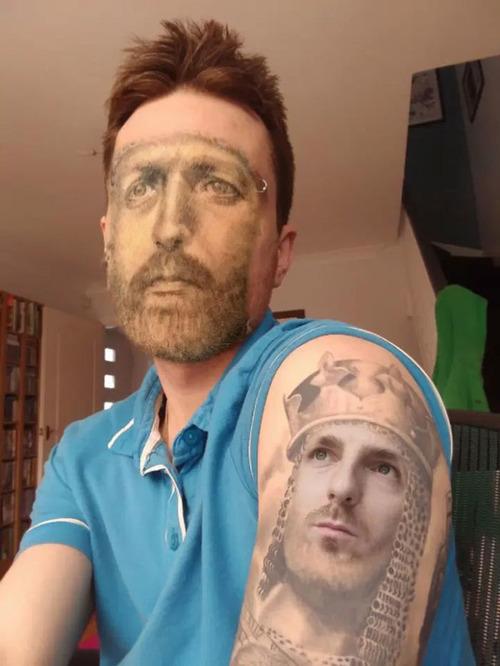 タトゥーと顔交換アプリを使うとホラーになる04