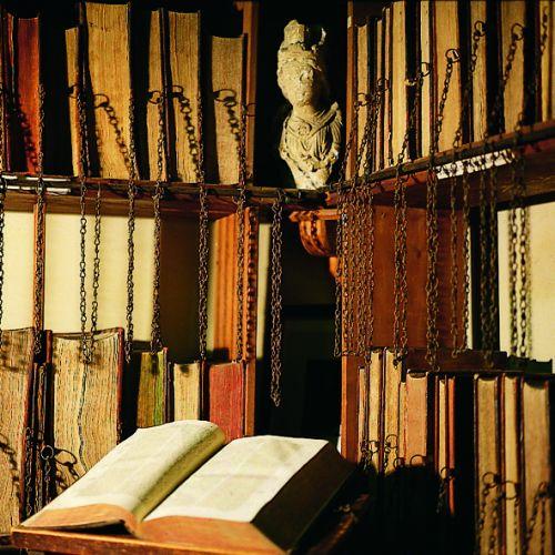 鎖付き図書12