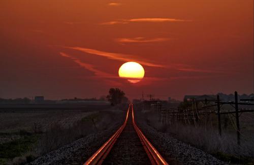 線路に反射する朝日03