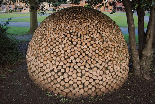 木材積みアート10