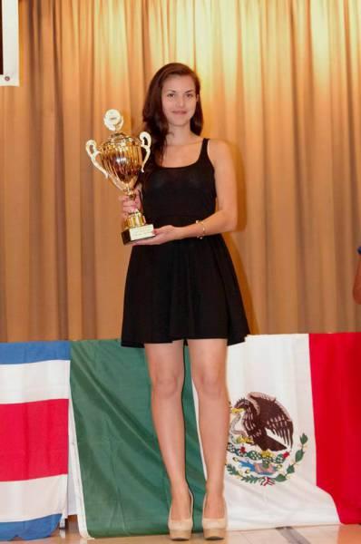カナダの美人チェスチャンピオン03