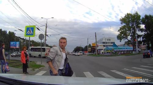 ロシアでは歩行者が車をはねる07