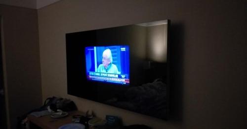 大きなテレビのある部屋02