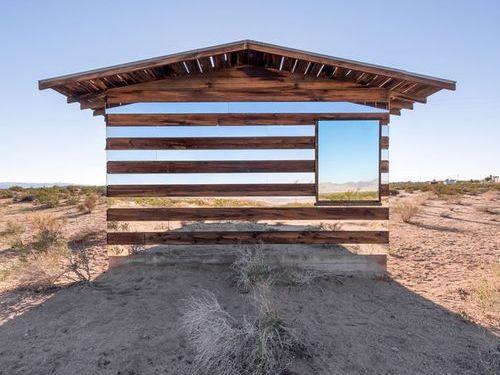木と鏡で作った透明の家03
