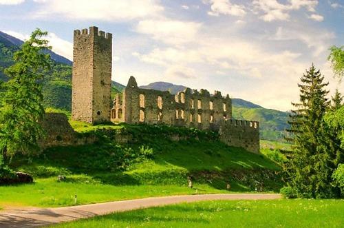 イタリア各地のお城が無料01