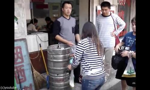 中国のビールの飲み方08