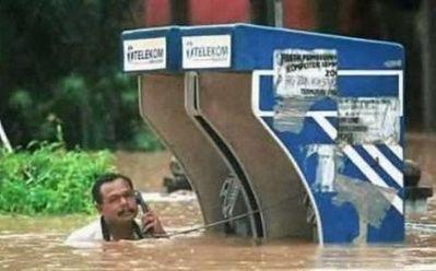 水害時にたくましく楽しむ人々01