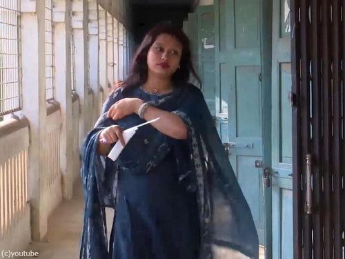 バングラデシュの女性議員、大学の試験で替え玉01