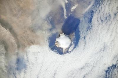 サリチェフ山噴火02
