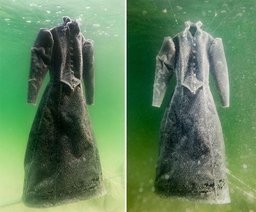 死海に2年間ドレスを沈めると→こんな姿に変身する04
