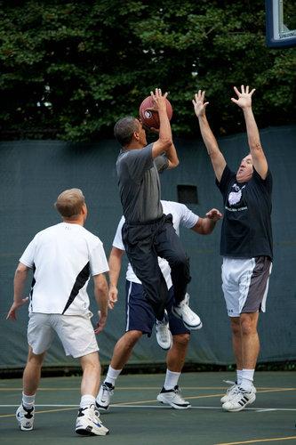 オバマ大統領のバスケ姿01