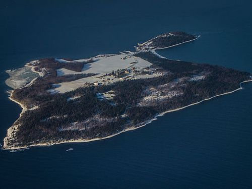 ノルウェーの刑務所の島00