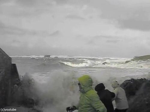 「嵐のときにビーチに近づいてはいけない理由」00