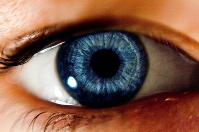 男なら視力回復しそうな画期的すぎる視力検査TOP