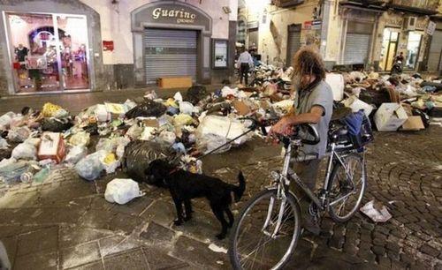 ゴミの街ナポリ12