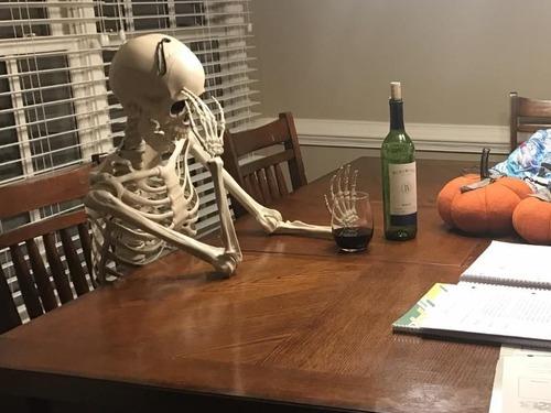 娘が宿題を終えるのを待っている私の姿02