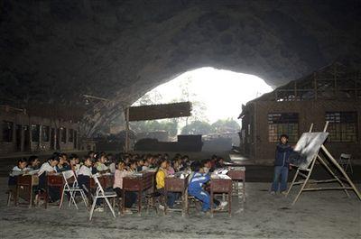 洞窟の中にある中国の小学校-授業風景3