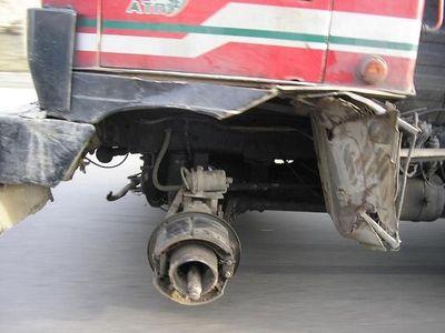 ロシアのトラックはタイヤが一個くらい無くても平気02
