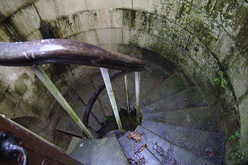 湖の下に秘密の部屋02
