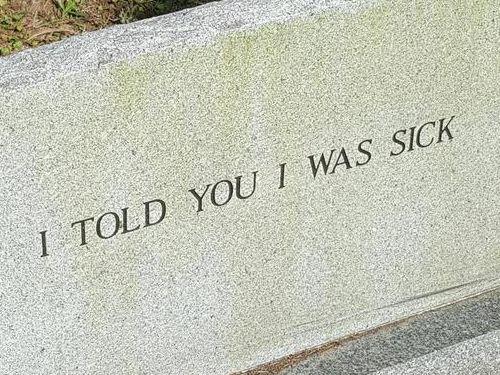 近所の墓石02