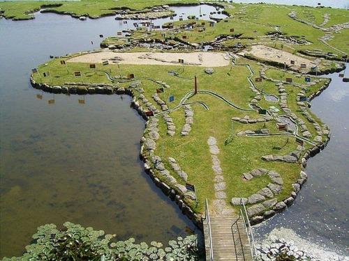 デンマークの湖に大きな世界地図01