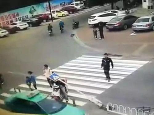 横断歩道の予想外の事故05