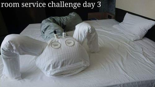 出張先のホテルでルームサービスと交流07