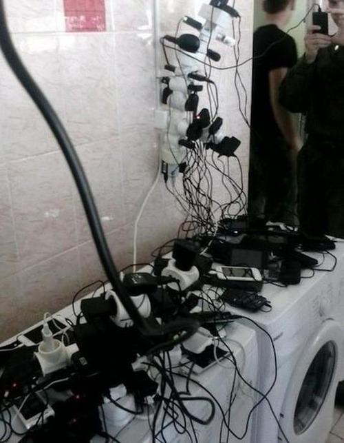 ロシア軍人のスマホ充電07