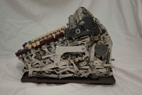 機械式計算機の断面04