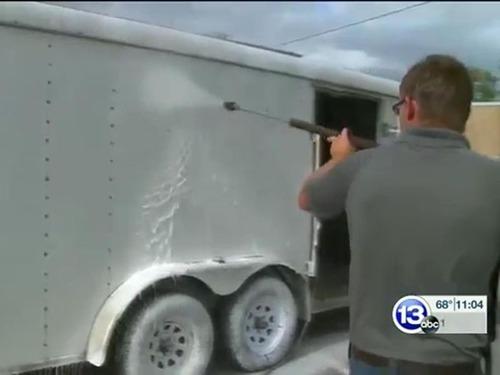 自殺未遂の男性、高圧洗浄機で落書きを消す活動が「生きがい」に