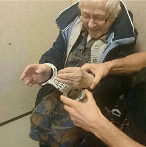 100歳のおばあちゃんが逮捕02