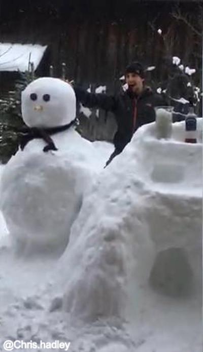 お酒好きの雪遊び04