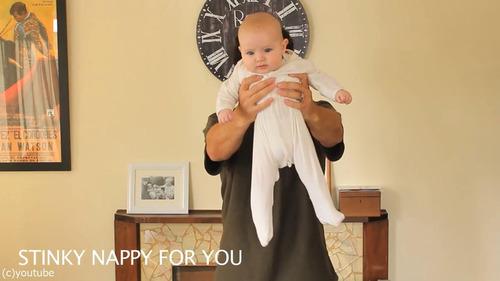 「赤ちゃんの抱き方」07