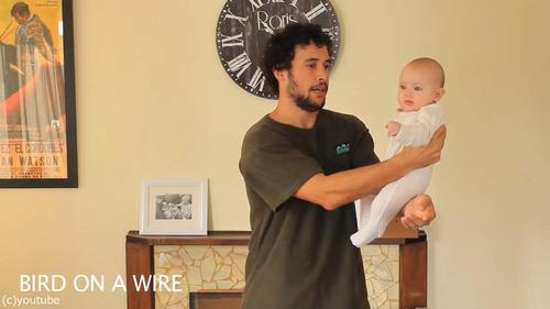 「赤ちゃんの抱き方」11