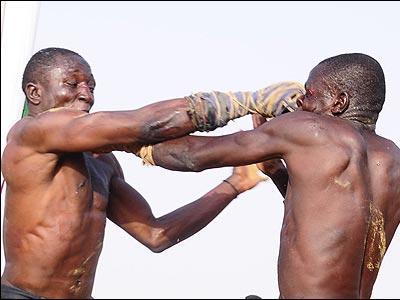 アフリカで繰り広げられるド迫力の格闘技04